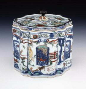 A wucai box and cover, Wanli mark and period, 14.2cm high, British Museum, donated by Sir Augustus Wollaston Franks.